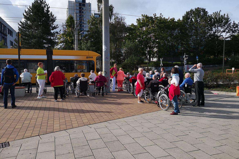 Ausflug mit der Strassenbahn_Bewohner HDG_web©ASB Dresden und Kamenz (6).jpg