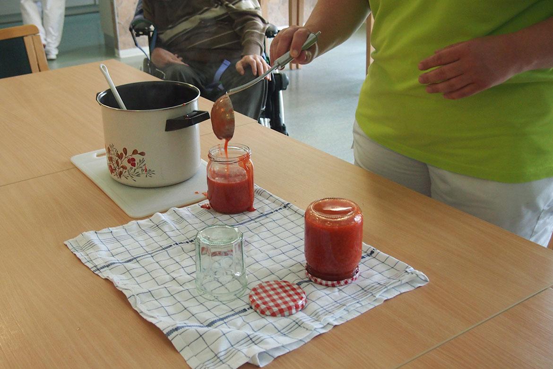 Erdbeermarmelade kochen_1_web©ASB Dresden und Kamenz.jpg