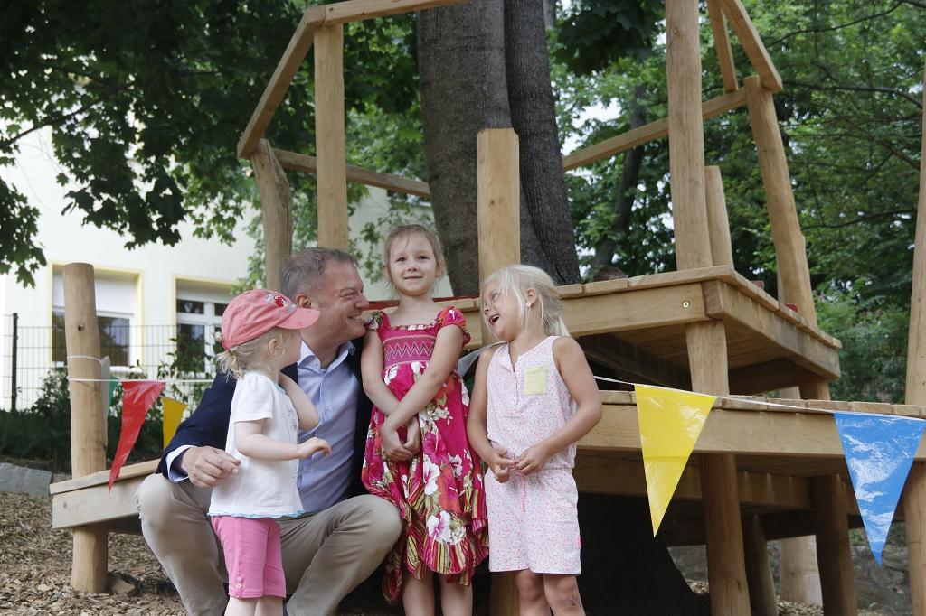 Spenden fuer das Baumhaus gesucht_Josepha Hr. Grosspietsch Emilia und Tina v.l. ©Mutzschke.JPG